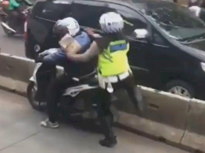Ciduk Pemotor di Jalur Busway, Cara Menindak Polisi Ini Bikin Salfok