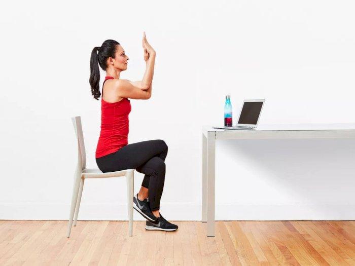 Peregangan Yoga yang Bisa Kamu Lakukan di Kursi dan Meja