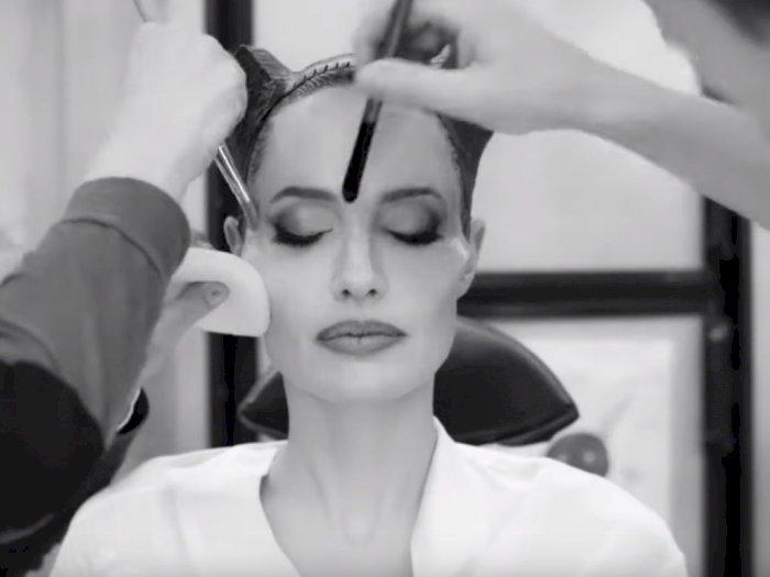 Begini Ribetnya Makeup Angelina Jolie Dalam Film Terbarunya