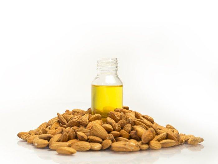 Kulit Ketiak Kamu Hitam? Cukup Atasi dengan Minyak  Almond