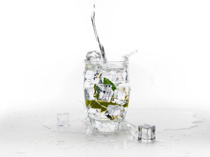 Benarkah Minum Air Dingin Bisa Bikin Gemuk? Ini Penjelasannya