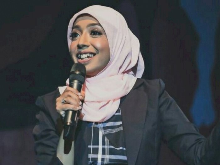 Stand Up Komedian Wanita Ini Dikritik Soal Tali BH