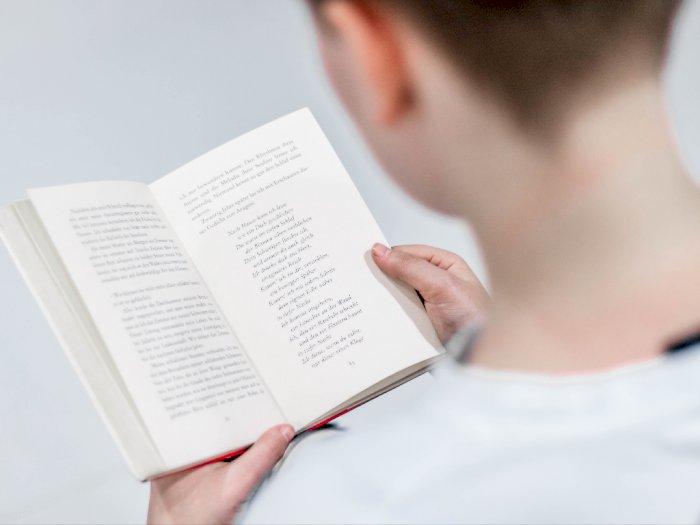 Suka Baca Buku? ini Manfaatnya bagi Kesehatan Otak