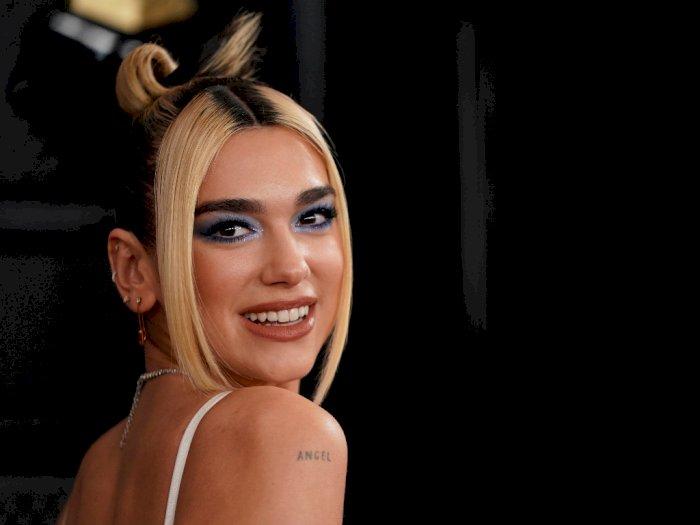 Simple, Dua Lipa Tampil Ala Pengantin 90an di Grammy Awards 2020