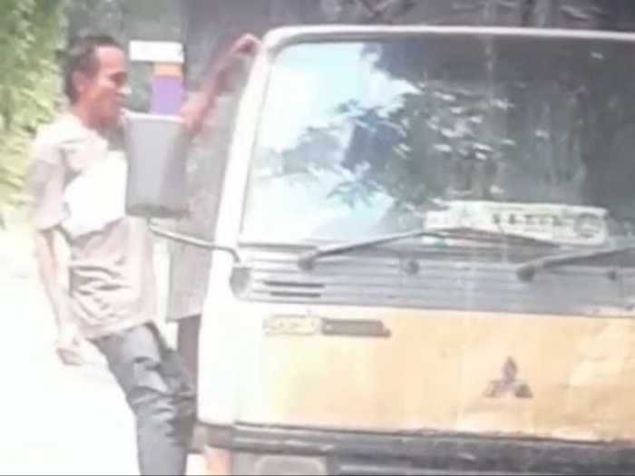 Terekam Kamera, Pencurian di Dalam Truk di Pintu Tol Bandar Selamat