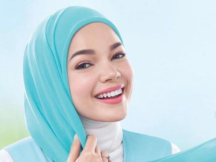 Cerita Dewi Sandra Rasakan Pasang Surut Pakai Hijab