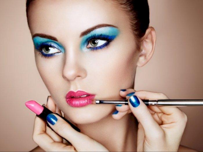 Benarkah Wanita Ber-Make Up Tebal Tidak Dipercaya Jadi Bos di Kantor?