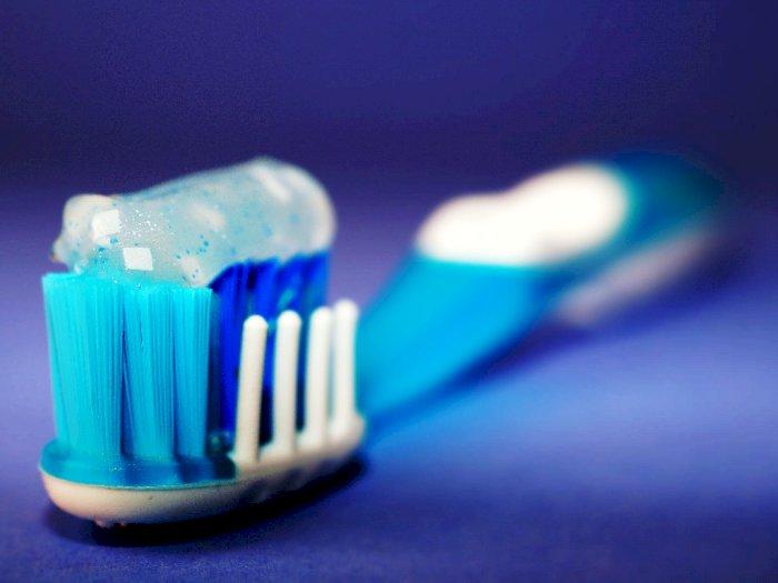 Efek Samping saat Menggunakan Pasta Gigi Pemutih yang Harus Diketahui