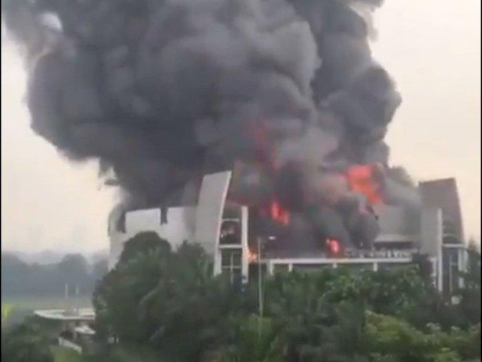 Video Detik-detik Gereja Christ Cathedral Serpong Terbakar, Bangunan Dilalap Api