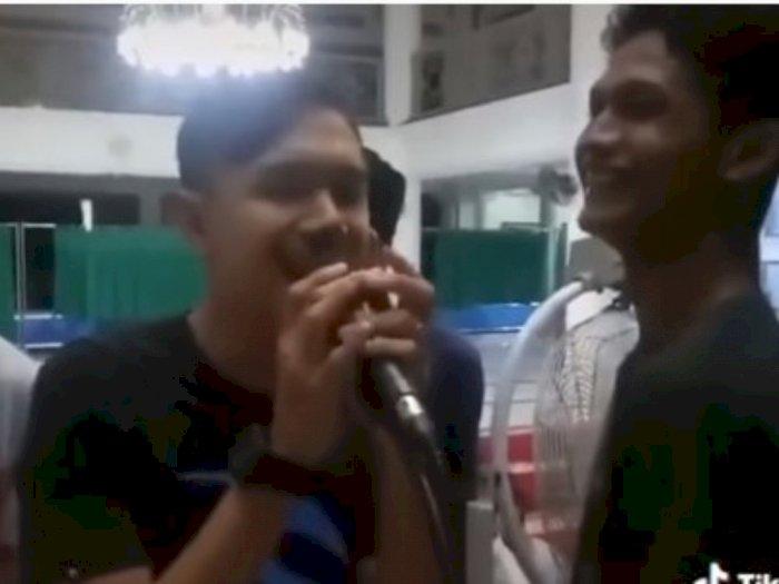 Cara Pemuda di Aceh Bangunkan Orang Sahur Ini Patut Ditiru, Suaranya Merdu
