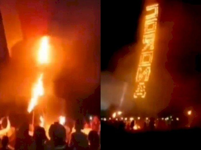 Unik, Warga Madura Terbangkan Balon Api Bertuliskan 'Corona' di Malam Lebaran
