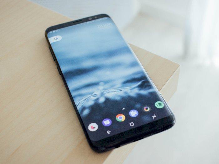 Samsung Dirumorkan Ingin Kembalikan Fitur Baterai yang Bisa Dilepas?