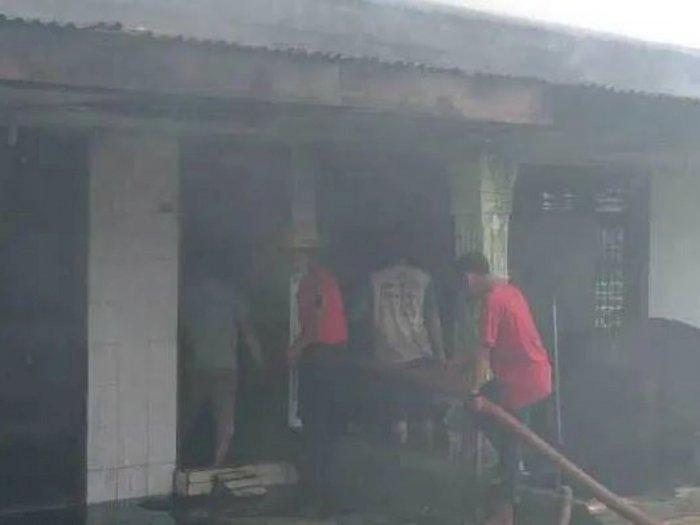 Kebakaran Melanda Pemukiman di Medan Helvetia, 2 Rumah Hangus