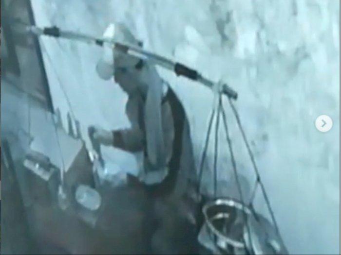 Pedagang Bakso Ludahi Mangkuknya, Korban Langsung Buang ke Toilet