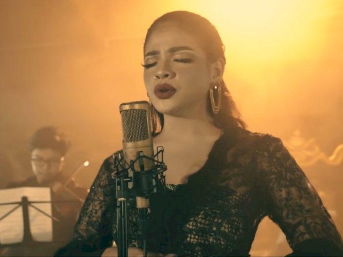 Banyak Dikagumi, Sara Fajira Kini Nyantikan Lagu 'Lathi' Versi Orkestra