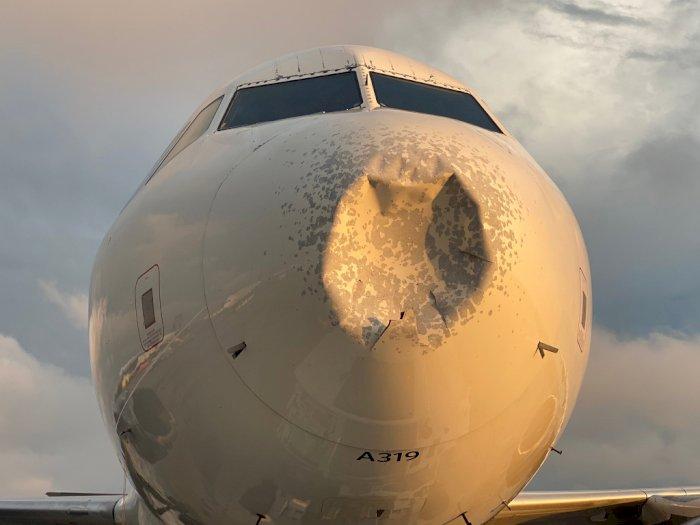 Ketiban Hujan Es, Pesawat di AS Mendarat Darurat dengan Moncong Penyok