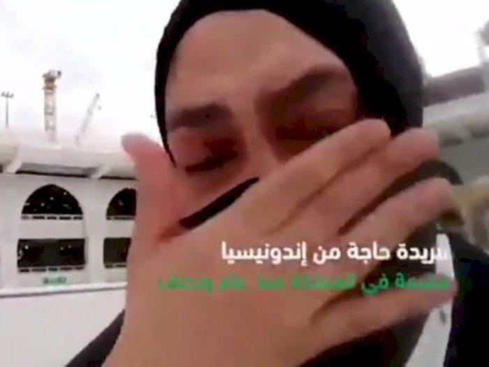 Subhanallah, Wanita Terpilih Ini Jalan Sambil Menangis Tunaikan Ibadah Haji di Tanah Suci