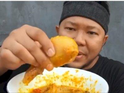 Pria Ini Coba Makan Torpedo Sapi, Endingnya Bikin Geli