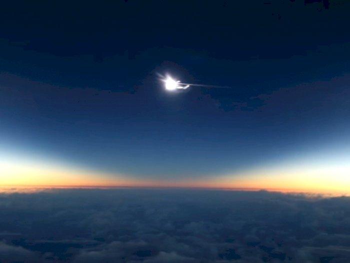Keren, Gerhana Matahari Ini Direkam Dari Atas Pesawat
