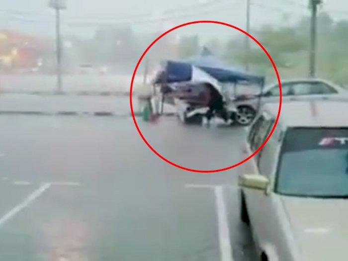 Video Haru Perjuangan Seorang Ayah Jualan di Tengah Hujan, Netizen Malah Komen si Perekam