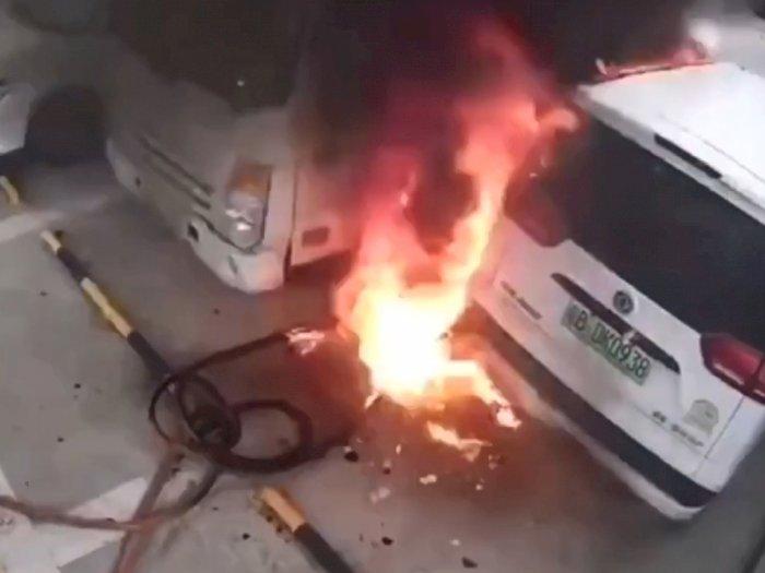 Jangan Salah Kira, Mobil Listrik Ternyata Juga Bisa Terbakar dan Meledak!