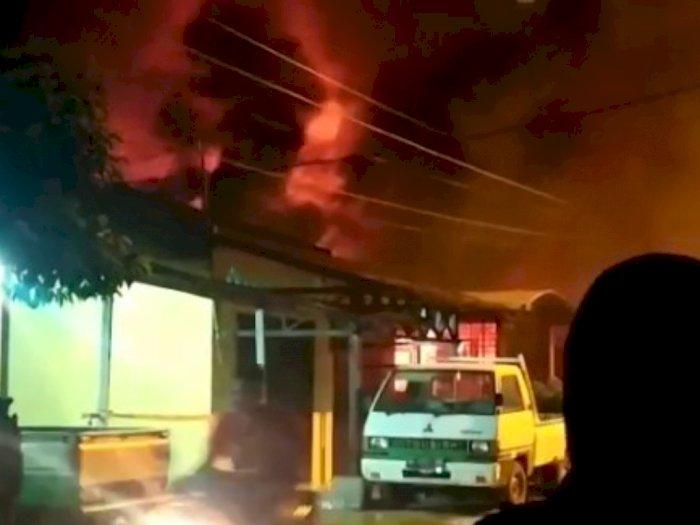 Video Si Jago Merah Melalap Rumah Pengusaha CCTV di Medan Tembung