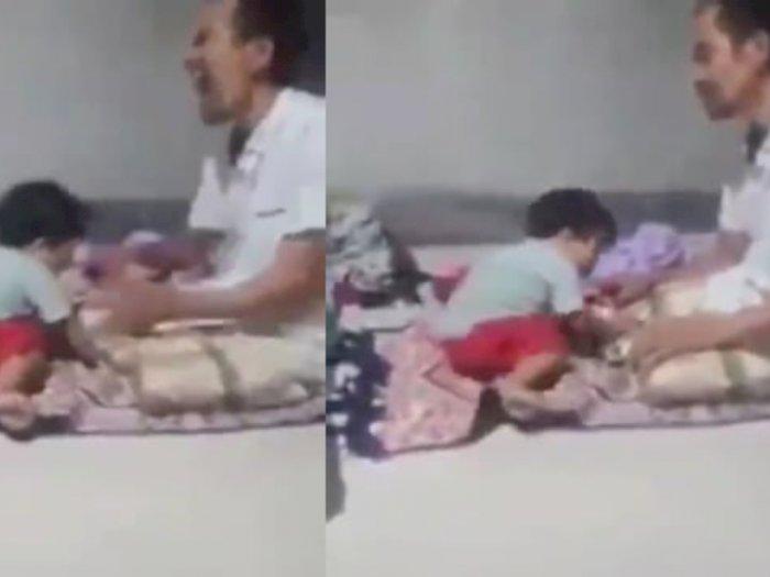 Viral Video Lucu, Seorang Bocah Iseng Gigit Telunjuk Ayahnya saat Tengah Salat