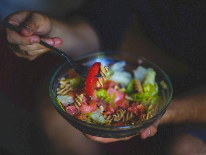 Makan Malam di Waktu yang Tepat Membantu Menurunkan Berat Badan