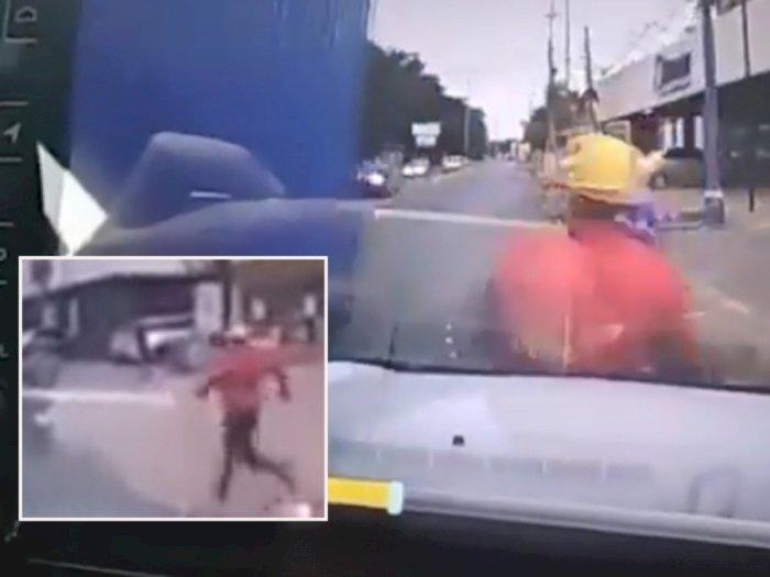 Viral Detik-detik Rekaman Pelaku Begal Kabur Ditabrak Mobil Usai Serang Seorang Wanita