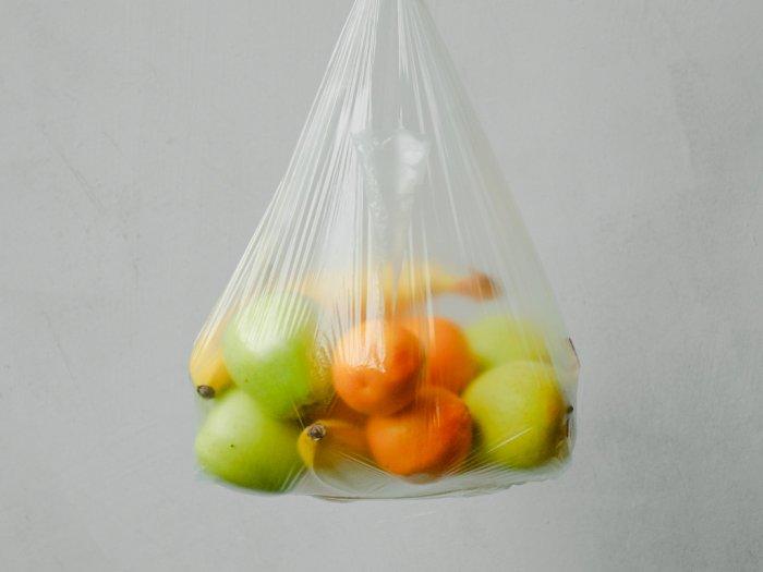 Bukan Sebagai Tempat Sampah, Ini Cara Pemakaian Kantong Plastik yang Baik dan Benar
