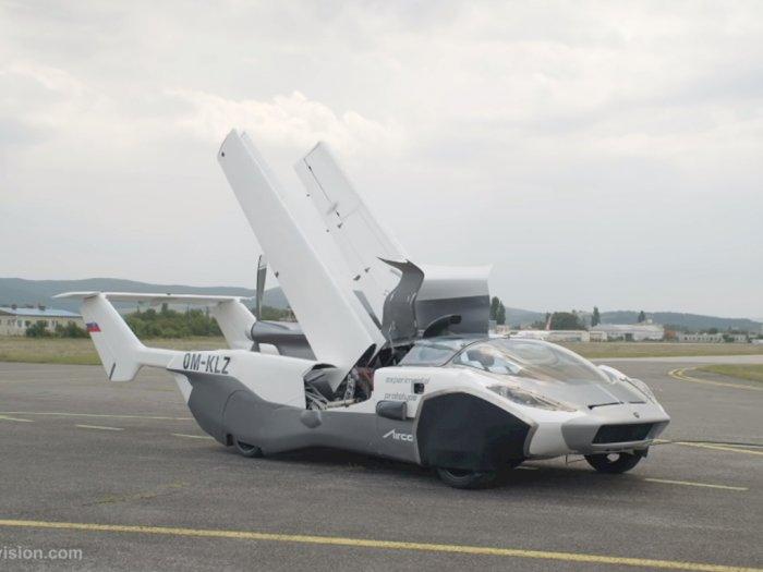 Akhirnya Ada Video Asli Mobil Terbang yang Benar-Benar Bisa Terbang!