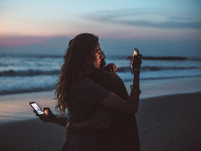 Tanda-tanda Umum Kalau Pasangan Kamu Selingkuh
