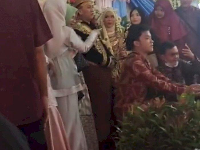 Datang ke Pernikahan Mantan, Cowok Ini Nampak Tegar, Cara Salamannya Bikin Salfok