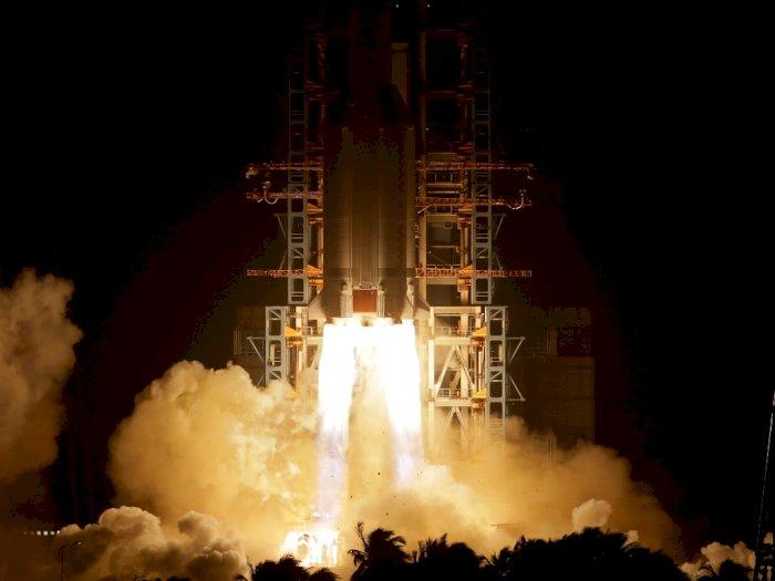 FOTO: Peluncuran Roket Long March-5 Y5