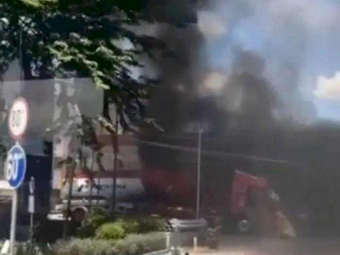 Truk Tangki terbakar di SPBU, Warga Dengar Keras Suara Dentuman Diduga Akibat Ledakan