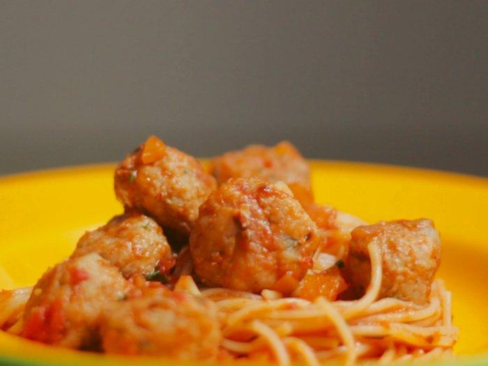 Cobain Enaknya Spaghetti Bakso Ala Italia