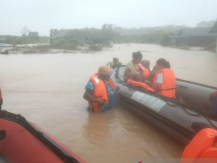 Hujan Deras dan Banjir Kepung Kota Tanjungpinang, Akses Jalan Menuju Bintan Terputus