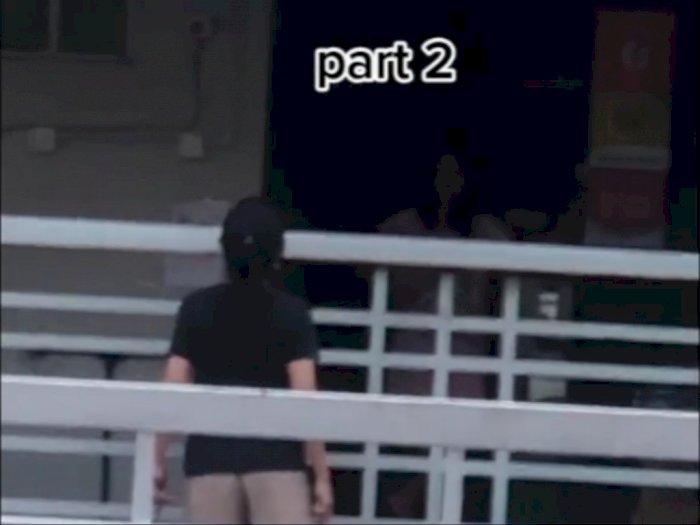 Viral Pelakor dan Istri Sah Bertengkar di Depan Rumah, Netizen Salfok ke Prianya