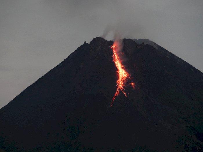 FOTO: Gunung Merapi Kembali Muntahkan Lava Pijar