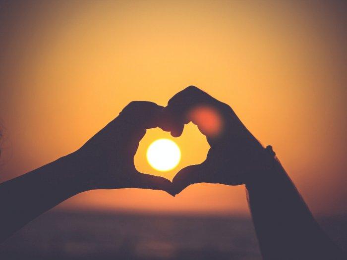 Fakta atau Mitos: Cinta Pada Pandangan Pertama Bisa Berlanjut ke Jenjang Lebih Serius?