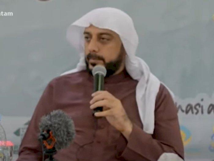 Ceramah Menohok Syekh Ali Jaber, Heran Lihat Jamaah yang Suka Merokok saat Jumatan