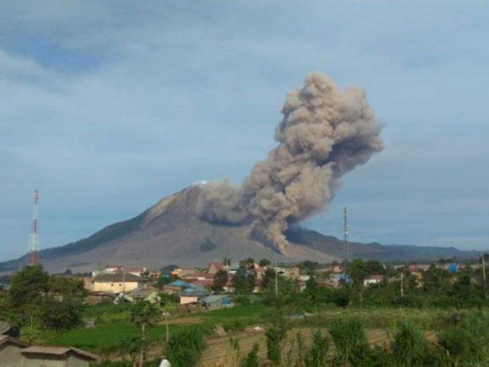 Gunung Sinabung Kembali Erupsi, Semburan Debu Vulkanik Setinggi 500 Meter