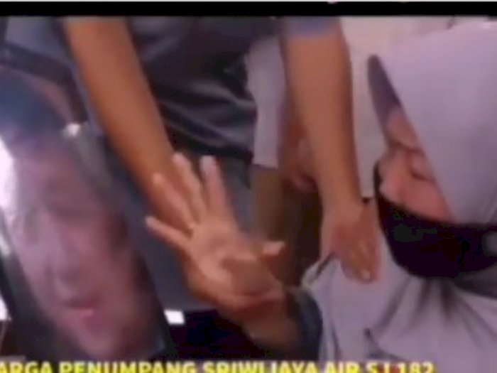 Memilukan, Nenek Bocah 8 Tahun yang Jadi Korban SJ-182 Tak Kuasa Menahan Tangis