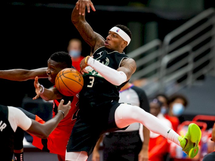 FOTO: Milwaukee Bucks Tahan Toronto Raptors 115-108