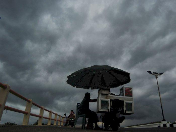 BMKG: Waspadai Hujan Disertai Kilat dan Angin di Jaksel dan Jaktim