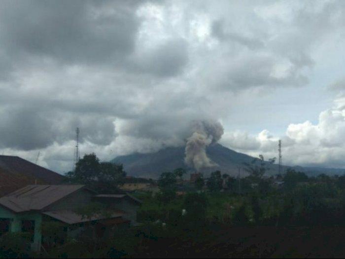 Guguran Abu Gunung Sinabung di Karo Capai 1.000 Meter ke Timur, Tenggara, dan Selatan