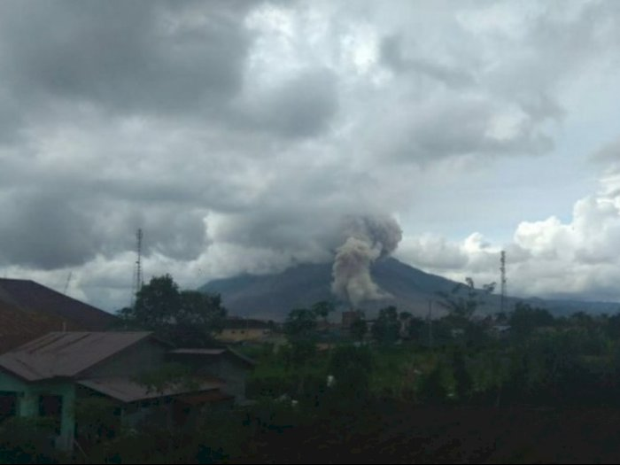 Gunung Sinabung Luncurkan Abu Sejauh 1.000 Meter, Warga Diimbau Waspada Banjir Lahar