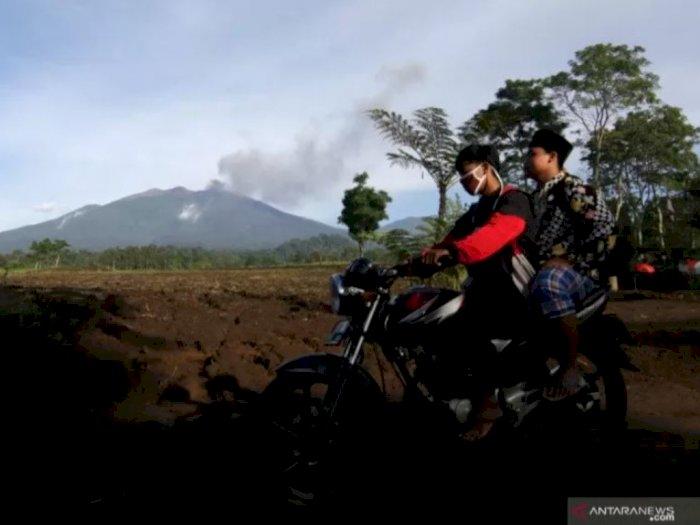 Abu Vulkanik Gunung Raung Mulai Reda, Petugas: Semoga Kondisinya Segera Pulih