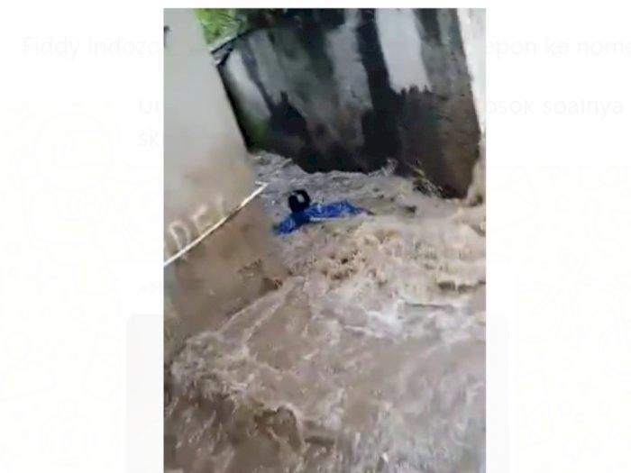Viral Video Pemotor Tewas Terbawa Arus Banjir, Ini Faktanya