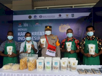Satgas Binmas Noken Nemangkawi Bina Anak Papua Kreatif Ciptakan Olahan Beras Sagu